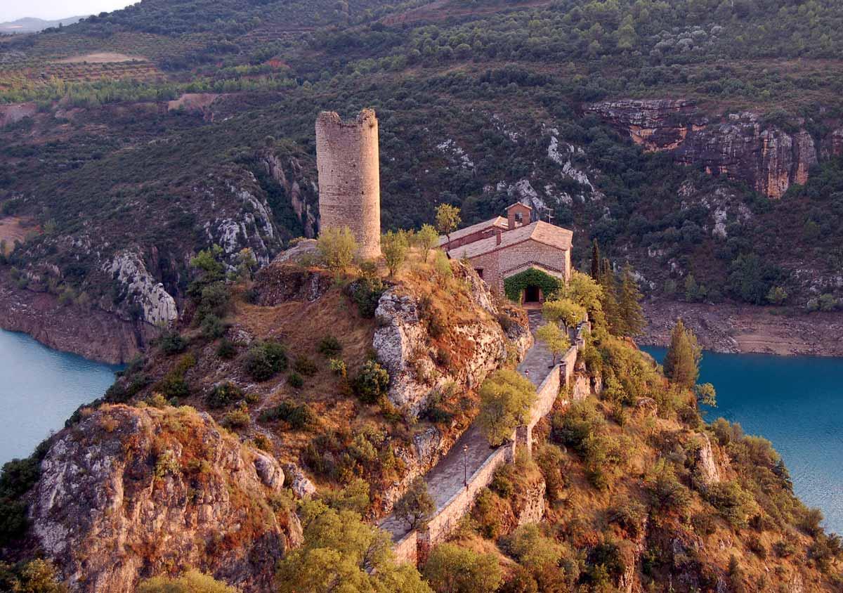 Antigua ermita y torre en torreciudad