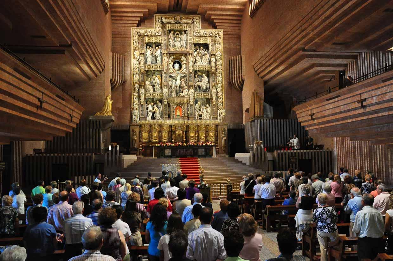 Interior del Templo en Torreciudad